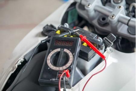 Как проверить аккумулятор в мотоцикле