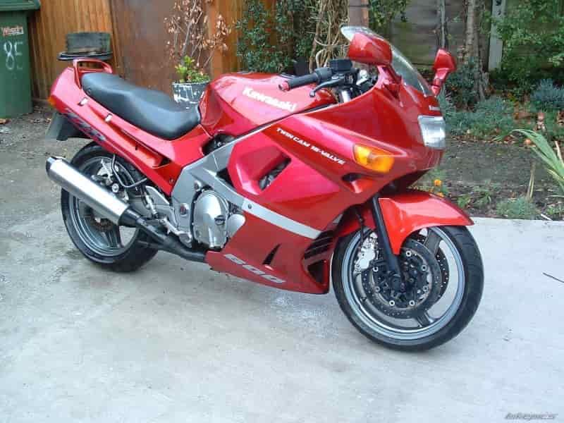 kawasaki_zzr600-1990-1992