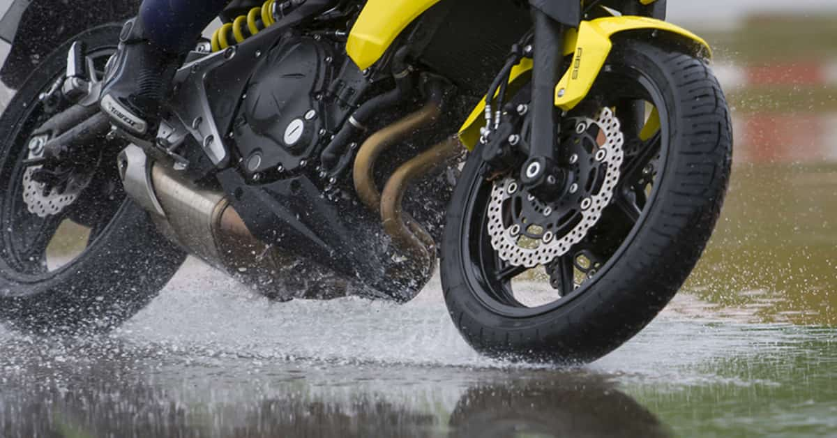 how-to-avoid-wheel-slip-on-a-motorcycle